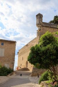 IMG_18068279_VAUCLUSE (84)  ANSOUIS PATRIMOINE PARVIS DE L'éGLI