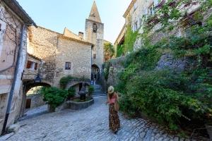 IMG_1907092750_Vaucluse (84)  Crestet Villages perchés fontaine