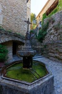 IMG_1907092770_Vaucluse (84)  Crestet Villages perchés fontaine