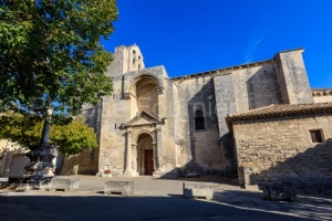IMG_1909195121_Drôme (26)  Saint Restitut Patrimoine parvis de