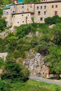 IMG_1907092609_Vaucluse (84)  Brantes Villages perchés, cycloto