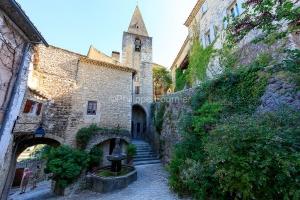 IMG_1907092732_Vaucluse (84)  Crestet Villages perchés fontaine