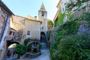 IMG_1907092734_Vaucluse (84)  Crestet Villages perchés fontaine