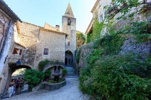 IMG_1907092738_Vaucluse (84)  Crestet Villages perchés fontaine