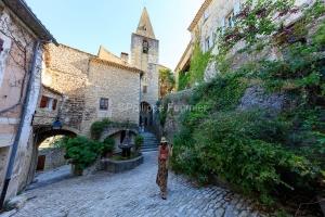 IMG_1907092752_Vaucluse (84)  Crestet Villages perchés fontaine