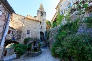 IMG_1907092766_Vaucluse (84)  Crestet Villages perchés fontaine