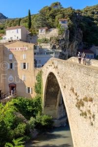 IMG_16075411_DROME (26)  NYONS ADOLESCENT à VELO LE PONT ROMAN