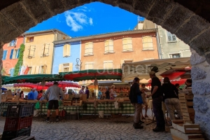 IMG_16076314_Jour-de-Marche-_Place-des-Arcades_Villes-et-Village