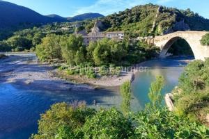 IMG_18060087_drome (26)  nyons un pêcheur le pont roman sur la