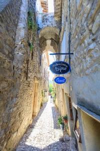 IMG_1909121186_Vaucluse (84)  Séguret Plus beaux villages de Fr
