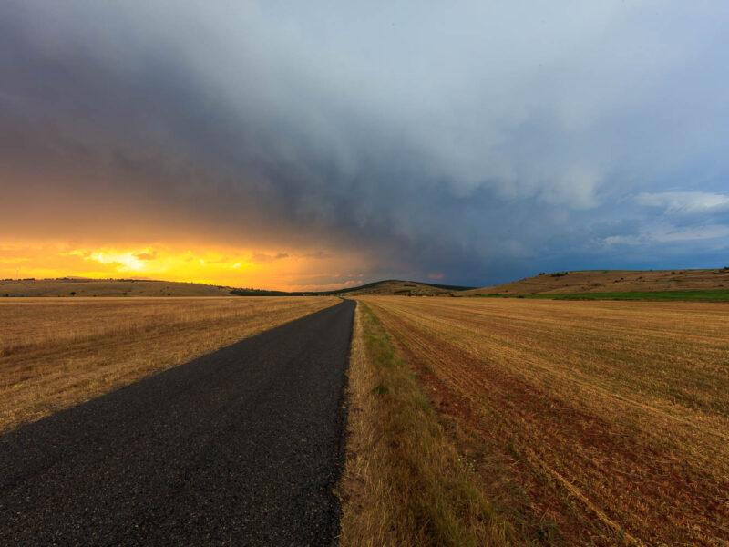 IMG_1907212103_Lozère (48) Hures la Parade Causse Méjean, le chanet,  ciel d'orage en fin de journée, route départementale D63
