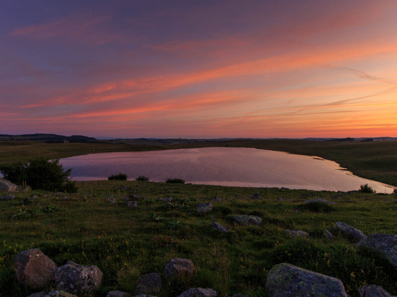 IMG_19077895_Lozère (48) Marchastel Monts d'Aubrac lever de soleil sur le lac de saint Andéol_