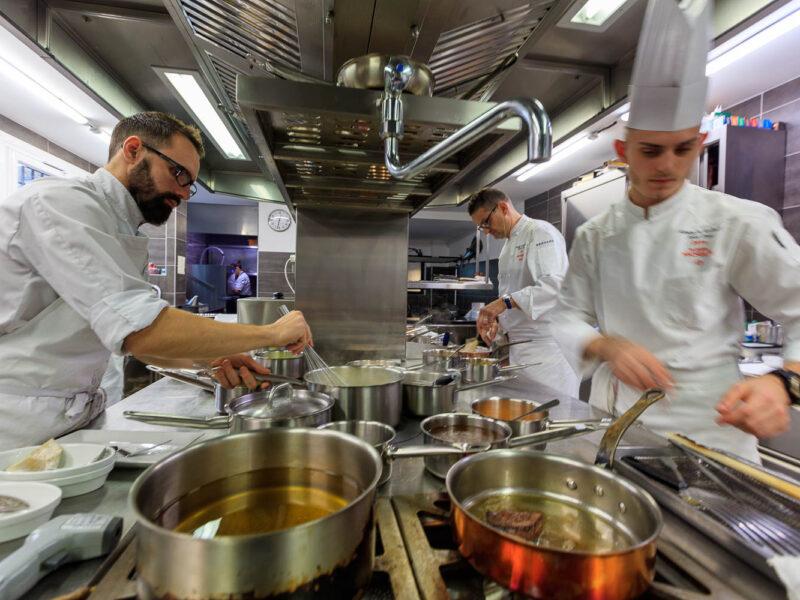 IMG_1911201036_Ardèche (07) Saint Germain Auberge de Montfleury restaurant étoilé Richard Rocle Coup de feu en cuisine_