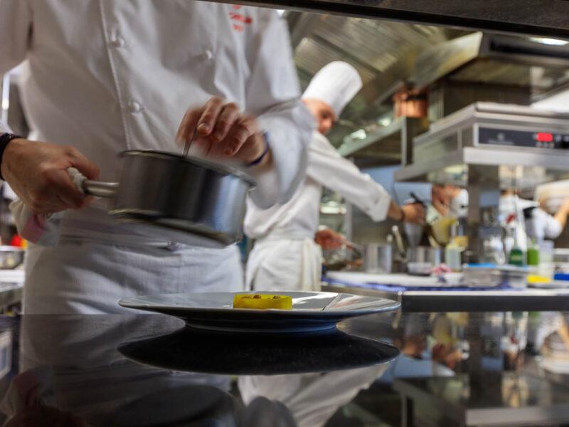 IMG_1911201100_Ardèche (07) Saint Germain Auberge de Montfleury restaurant étoilé Richard Rocle Coup de feu en cuisine_