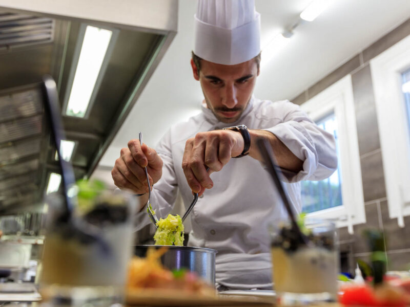 IMG_1911201110_Ardèche (07) Saint Germain Auberge de Montfleury restaurant étoilé Richard Rocle Coup de feu en cuisine_