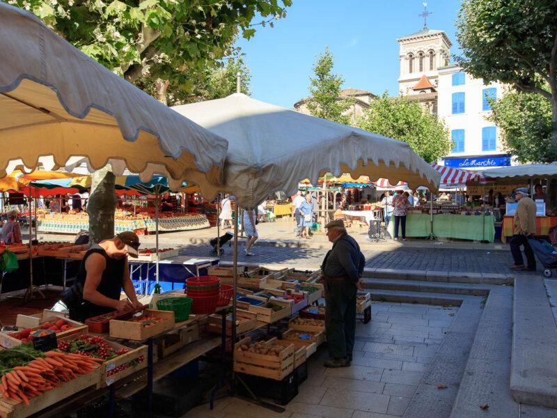 IMG_16076091_Cathedrale-Saint-Apollinaire- Jour-de-Marche- Place-des-Ormeaux Villes-et-Villages Valence Drome