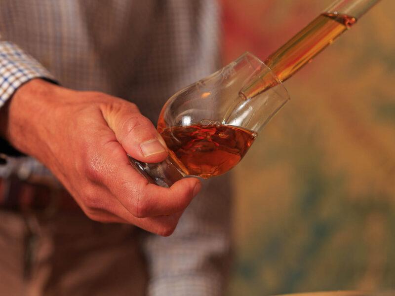 IMG_1906101118_Ardèche (07) Saint Martin d'Ardèche Soutirage Chais de vieillissement, le whisky du Tanargue._