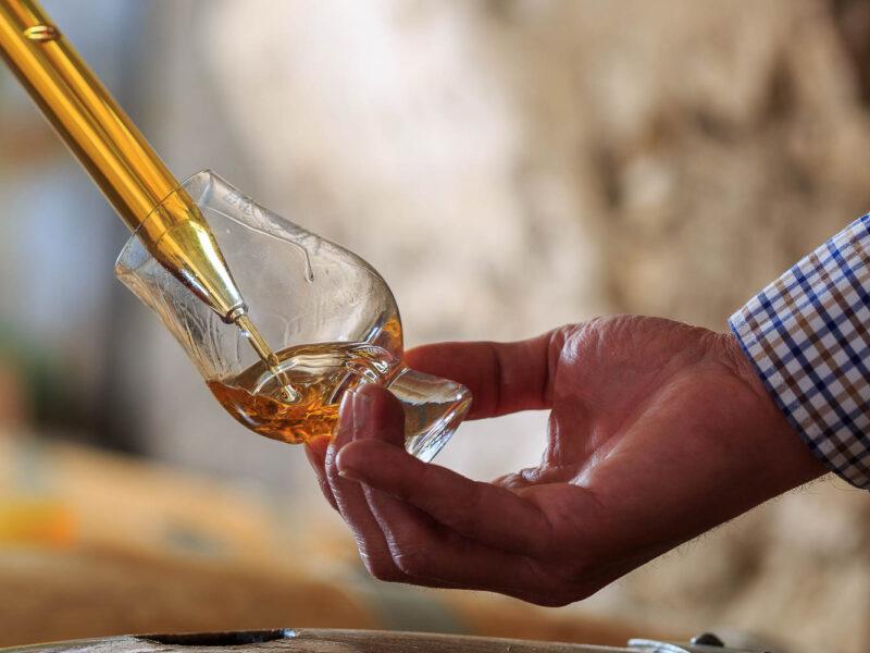 IMG_1906101122_Ardèche (07) Saint Martin d'Ardèche Soutirage Chais de vieillissement, le whisky du Tanargue._