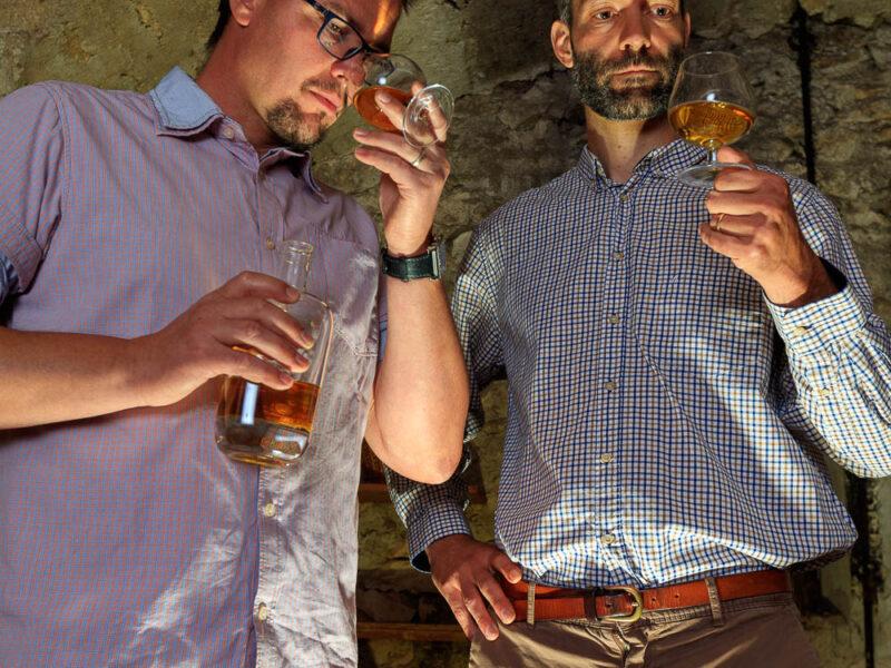 IMG_1906101142_Ardèche (07) Saint Martin d'Ardèche Portrait de Cédric Ollier et François Papin, Chais de vieillissement, le whisky du Tanargue._