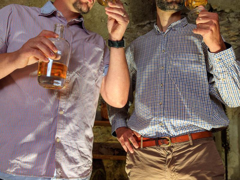 IMG_1906101148_Ardèche (07) Saint Martin d'Ardèche Portrait de Cédric Ollier et François Papin, Chais de vieillissement, le whisky du Tanargue._