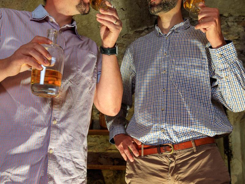IMG_1906101149_Ardèche (07) Saint Martin d'Ardèche Portrait de Cédric Ollier et François Papin, Chais de vieillissement, le whisky du Tanargue._