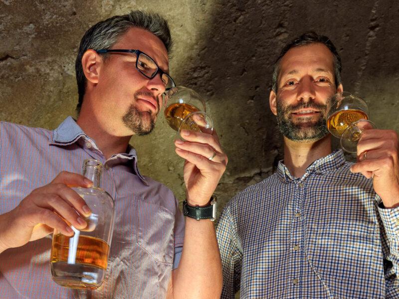 IMG_1906101150_Ardèche (07) Saint Martin d'Ardèche Portrait de Cédric Ollier et François Papin, Chais de vieillissement, le whisky du Tanargue._