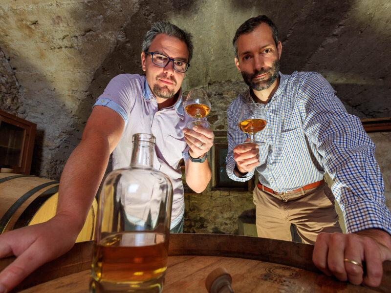 IMG_1906101151_Ardèche (07) Saint Martin d'Ardèche Portrait de Cédric Ollier et François Papin, Chais de vieillissement, le whisky du Tanargue._