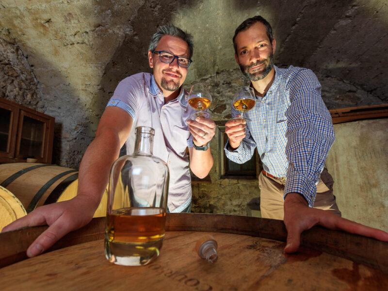 IMG_1906101153_Ardèche (07) Saint Martin d'Ardèche Portrait de Cédric Ollier et François Papin, Chais de vieillissement, le whisky du Tanargue._