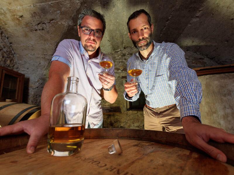 IMG_1906101157_Ardèche (07) Saint Martin d'Ardèche Portrait de Cédric Ollier et François Papin, Chais de vieillissement, le whisky du Tanargue._