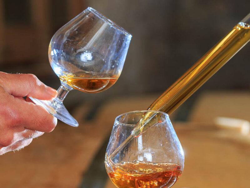 IMG_1906101171_Ardèche (07) Saint Martin d'Ardèche Soutirage Chais de vieillissement, le whisky du Tanargue._