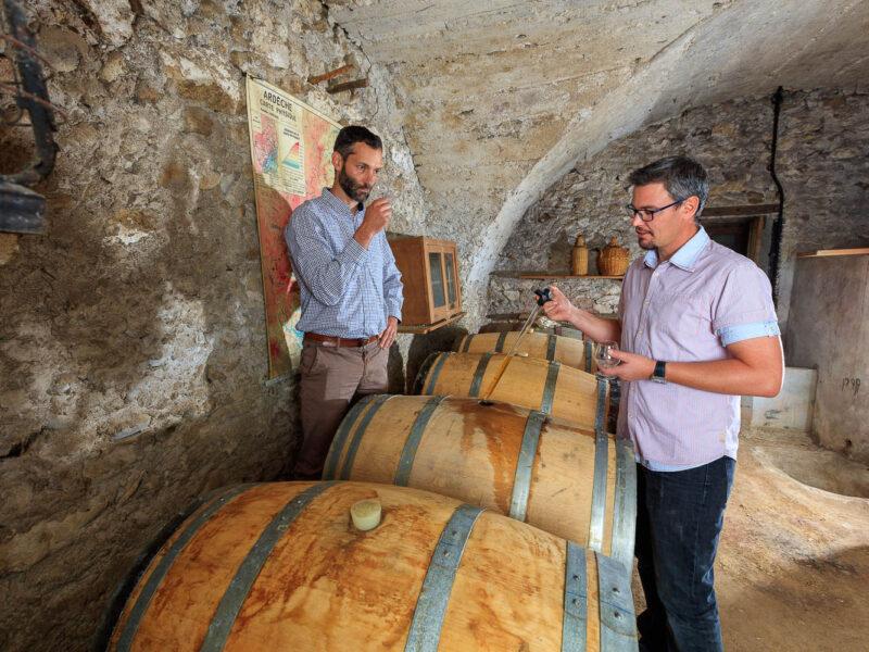 IMG_1906101173_Ardèche (07) Saint Martin d'Ardèche Portrait de Cédric Ollier et François Papin Chais de vieillissement, le whisky du Tanargue._