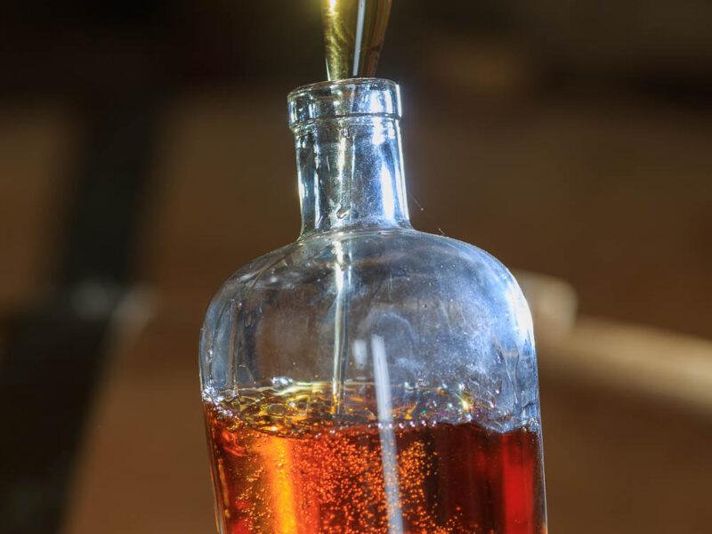 IMG_1906101179_Ardèche (07) Saint Martin d'Ardèche Soutirage Chais de vieillissement, le whisky du Tanargue._