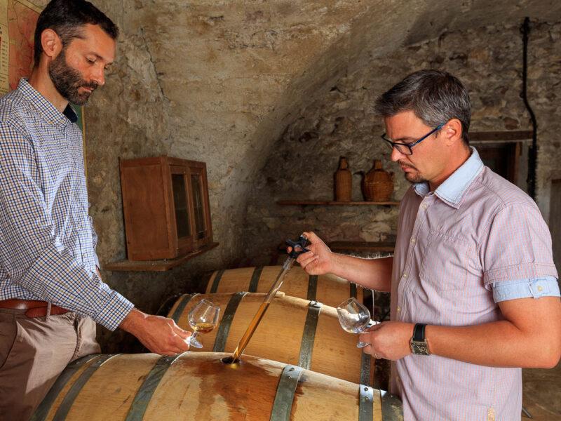 IMG_1906101184_Ardèche (07) Saint Martin d'Ardèche Portrait de Cédric Ollier et François Papin Chais de vieillissement, le whisky du Tanargue._