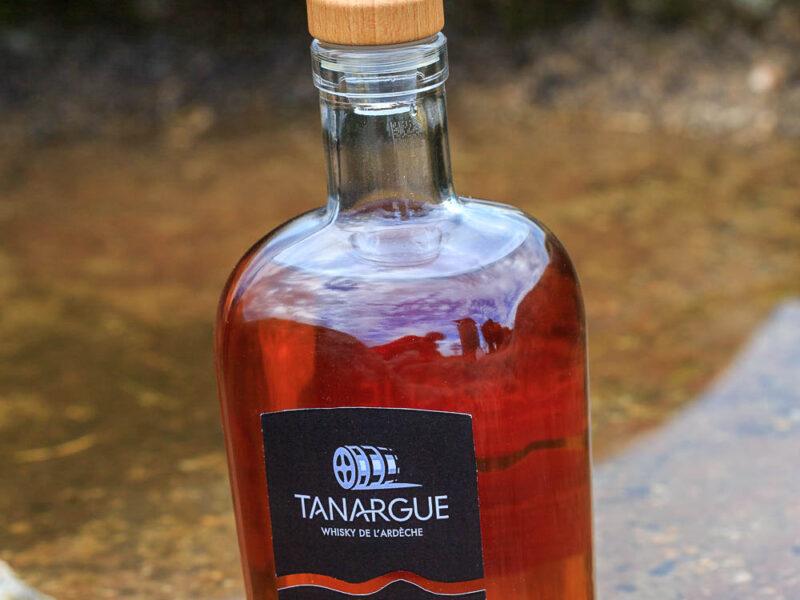 IMG_1907011111_Ardèche (07) Sanilhac Gastronomie Bouteille, Tanargue Whisky de l'Ardèche, vue du promontoire de la Tour de Brison, le Massif du Tanargue_