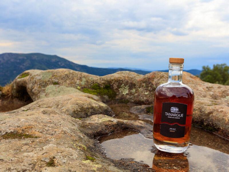 IMG_1907011112_Ardèche (07) Sanilhac Gastronomie Bouteille, Tanargue Whisky de l'Ardèche, vue du promontoire de la Tour de Brison, le Massif du Tanargue_