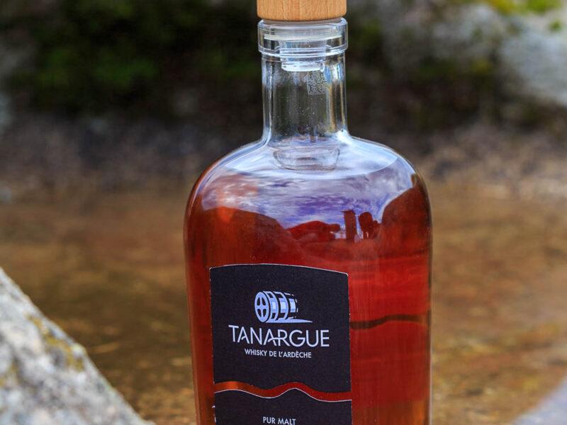 IMG_1907011118_Ardèche (07) Sanilhac Gastronomie Bouteille, Tanargue Whisky de l'Ardèche, vue du promontoire de la Tour de Brison, le Massif du Tanargue_
