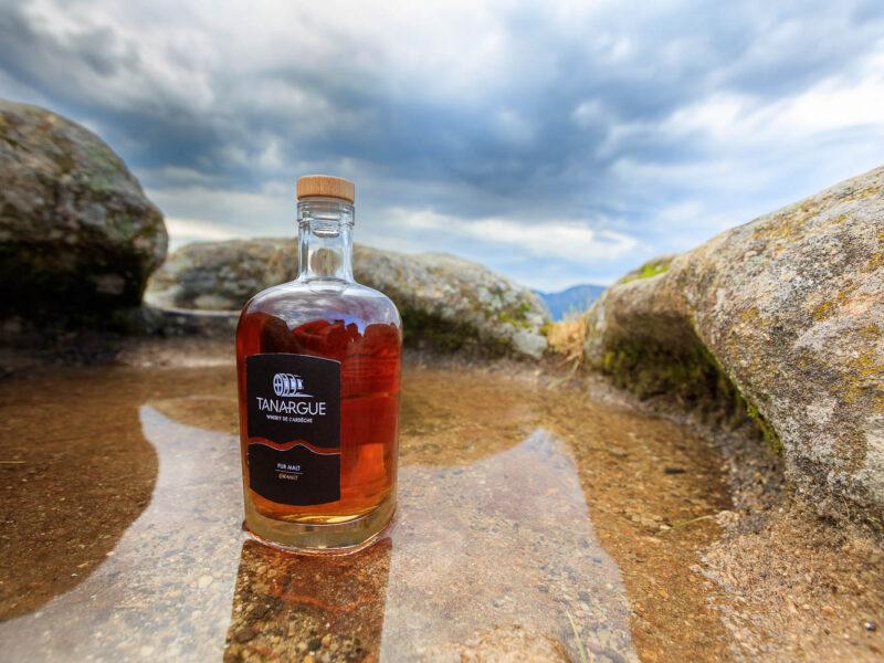 IMG_1907011177_Ardèche (07) Sanilhac Gastronomie Bouteille, Tanargue Whisky de l'Ardèche, vue du promontoire de la Tour de Brison, le Massif du Tanargue_