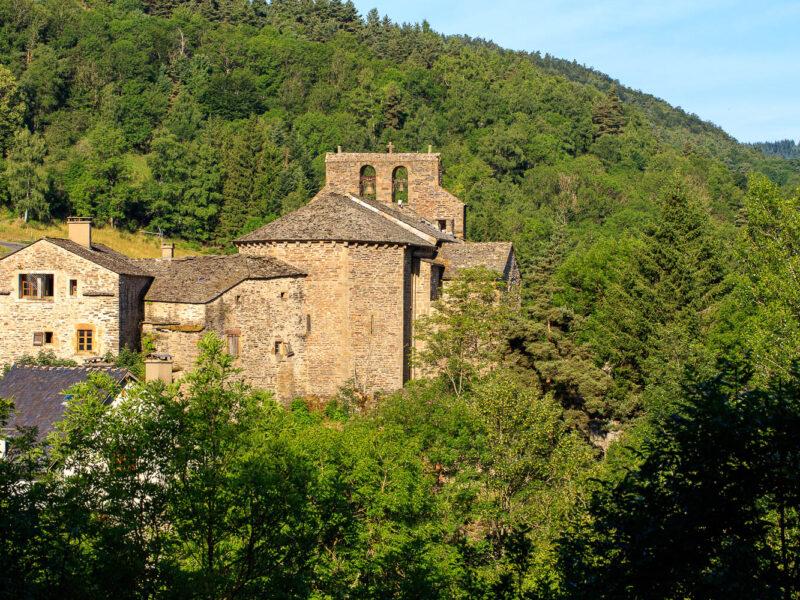 IMG_19077983_Lozère (48) Saint Julien du Tournel Parc National des cévennes le village, clocher et chevet de L'église Saint Julien _
